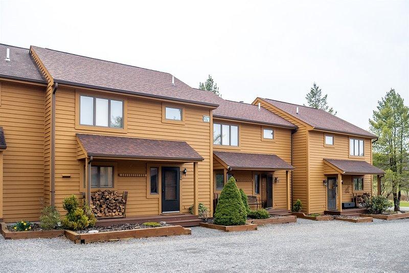 Deerfield Village 134  Deerfield Village 134 - Community Pool, Fire Pit & Playgr, holiday rental in Bowden