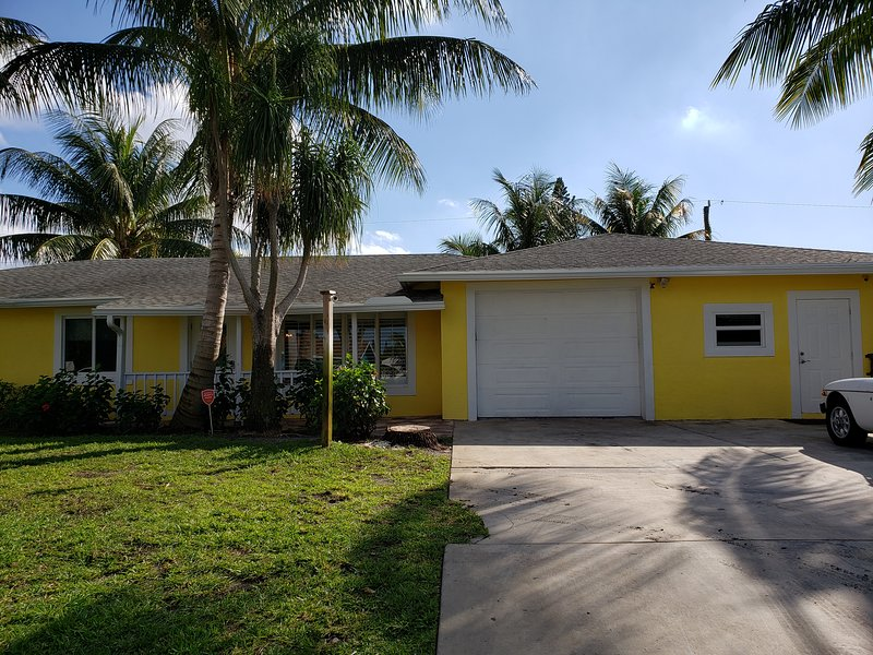 4/2 Bright, Stylish, Gem w/Pool and Extra 1/1 Studio, alquiler vacacional en Lake Worth