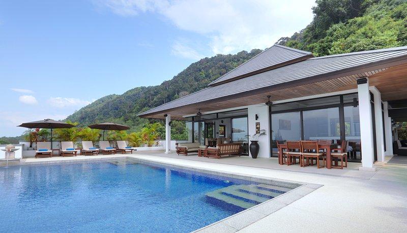 Kulraya Villas (A) - Luxury Serviced Pool Villas - Koh Lanta - Krabi, holiday rental in Ban Sala Dan