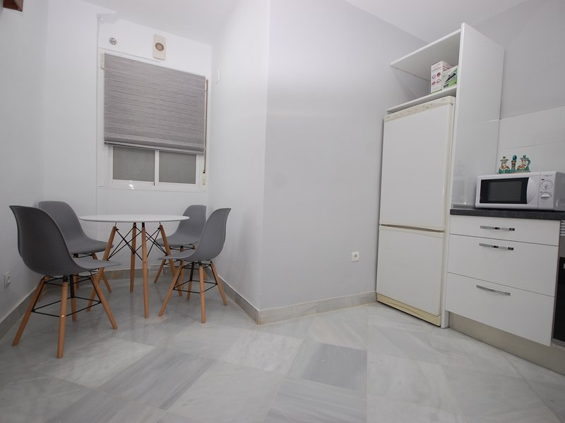 [2001] Spacious apartment by the river with parking, vacation rental in La Campana
