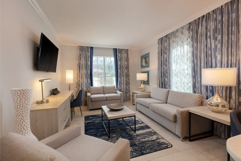 Beachfront Condo w/ WiFi Included, Resort Pool, Relaxing Courtyard & Nightlife, holiday rental in Miami Beach