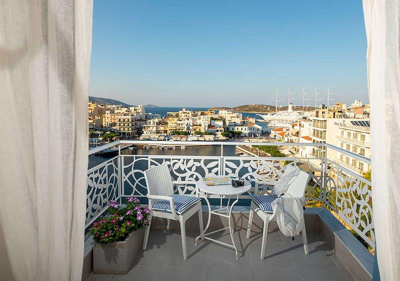 Emerald lake view apartments & studio, casa vacanza a Agios Nikolaos