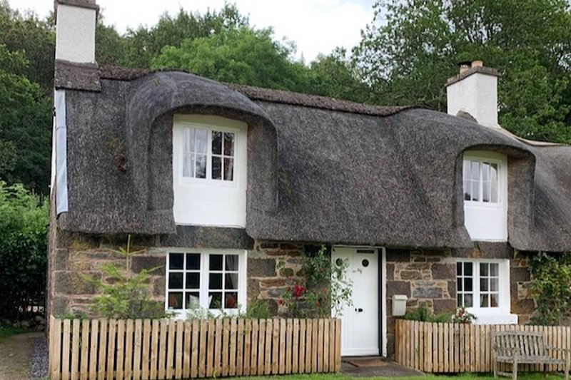 A Fairytale Thatched Highland Cottage, alquiler vacacional en Lawers