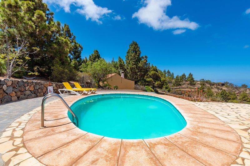 Holiday cottage with shared pool in Puntagorda, aluguéis de temporada em Garafia