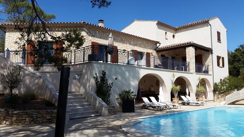 Grande Villa provençale de standing, holiday rental in Saint-Marcel-de-Careiret