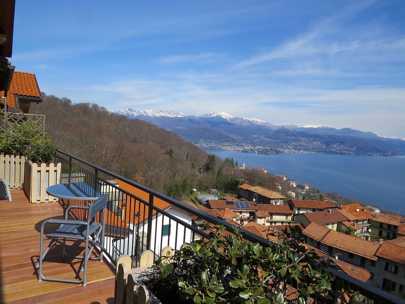 Penthouse San Rocco luxury apartment with wonderful lake view over Stresa, vacation rental in Vedasco