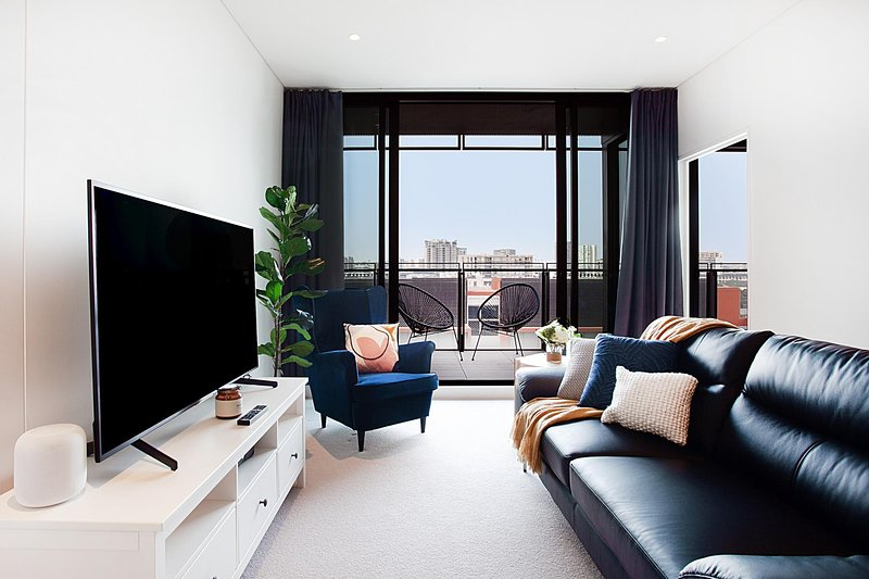 Luxe Apartment Five Minutes From Airport and City, vacation rental in Marrickville