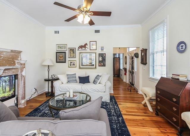 Beautiful Home for Quiet Charleston Getaway, location de vacances à Daniel Island