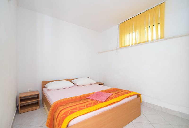 Apartments Neva- One Bedroom Apartment with Terrace and Sea View (3R), vacation rental in Sumartin