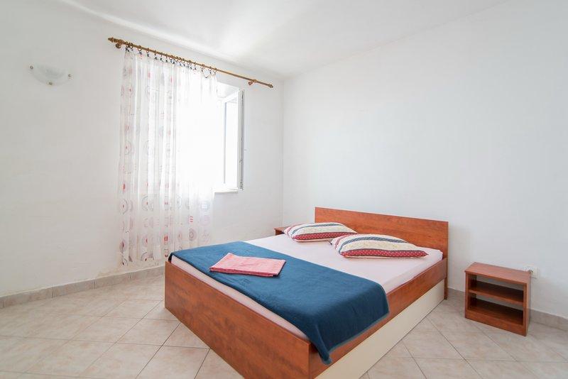 Apartments Neva- One Bedroom Apartment, vacation rental in Sumartin