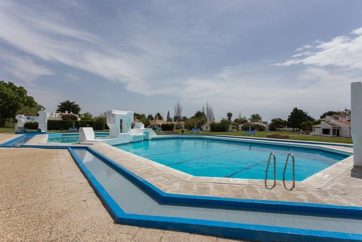 Nice studio with shared pool & Wifi, casa vacanza a Santa Luzia