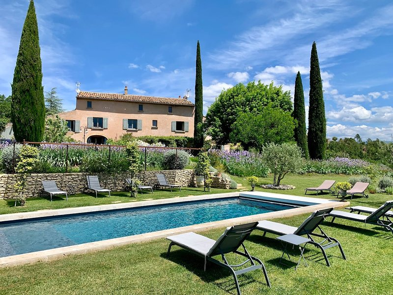 Nice house with swimming-pool, holiday rental in Roussillon