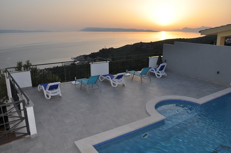 Four Star Apartment, Stunning views of Resort Sea and Islands, with Private pool, alquiler de vacaciones en Podgora