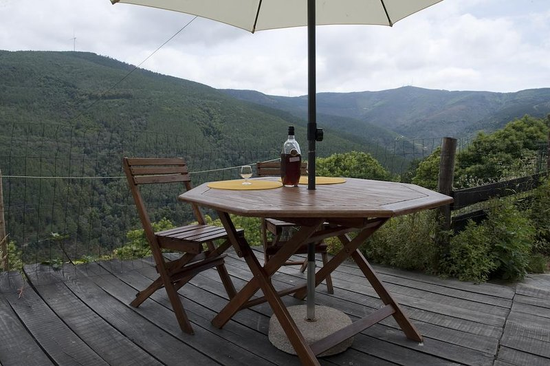 Amazing house with mountain view, holiday rental in Portela do Fojo