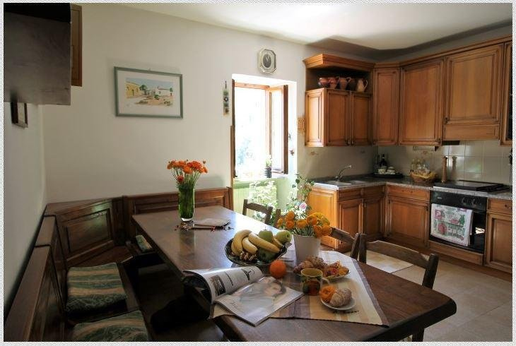 Spacious house with mountain view, Ferienwohnung in Monteleone di Spoleto