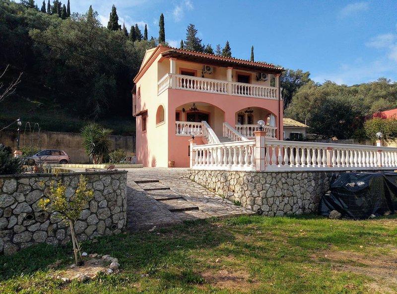 Spacious house with garden & Wifi, holiday rental in Agios Matthaios
