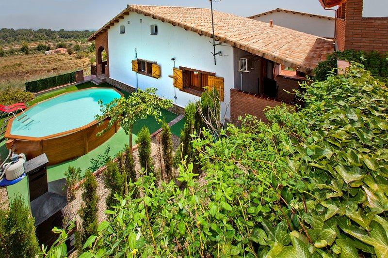 Can Prats - casa rural Farigola - 14 plazas (piscina privada y barbacoa), vacation rental in Riudecanyes
