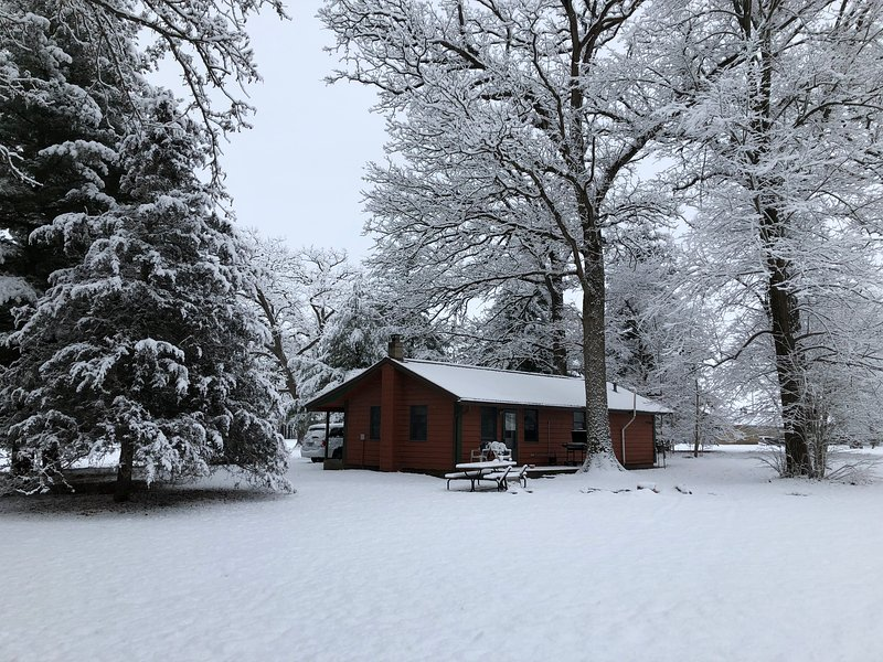 Kishauwau Cabins near Starved Rock Utica IL T.P., vacation rental in Utica