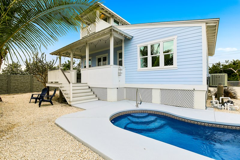Key West style waterfront home w/ private pool, modern decor and prime location!, vacation rental in Marathon Shores