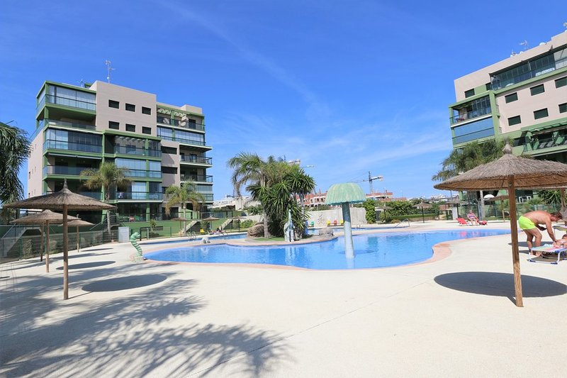 VDE-049 Seaview beach apartment with spacious balcony close to everything, vacation rental in Mil Palmeras