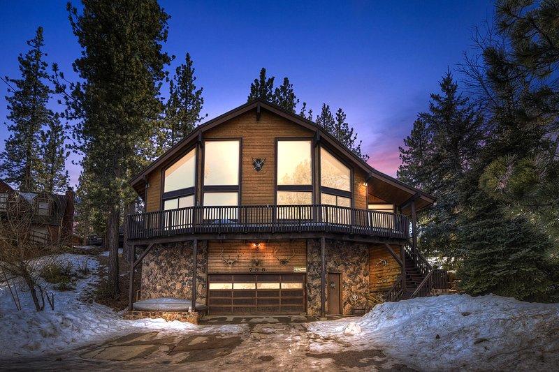 55 - NEW! - SUGAR PINE CHALET - 4Bdrm, Views, holiday rental in Big Bear Region