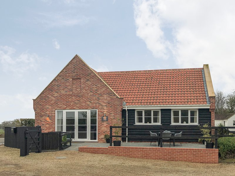 MILL HOUSE, open plan living, contemporary decor, family friendly, Ref 962423, holiday rental in Ludham
