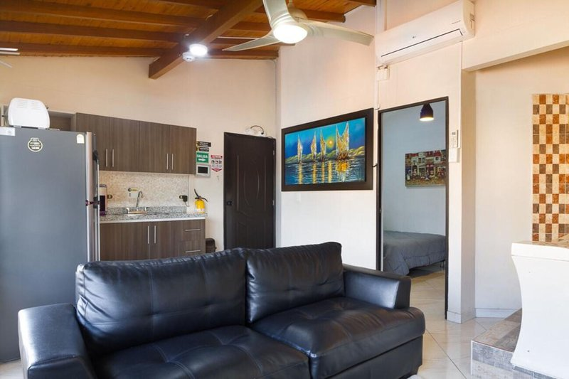1 bedroom hot tub AC, close to Lleras 301, location de vacances à Medellin