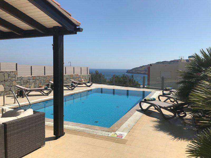 votre piscine privée avec vue sur la mer