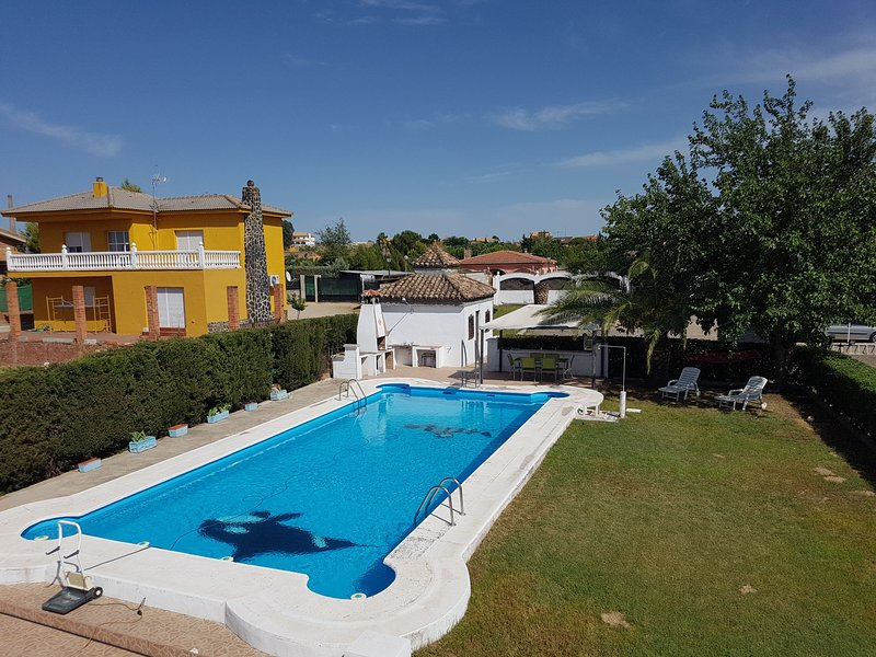 Amazing villa with swimming-pool – semesterbostad i Linares