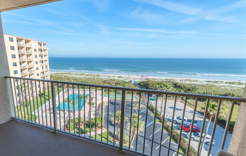 Direct Oceanfront - Corner Unit - Enjoy 2 private balconies with amazing views, Ferienwohnung in Cape Canaveral