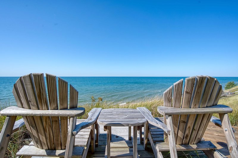 Lake Michigan Home: Steps to Muskegon State Park, holiday rental in Twin Lake