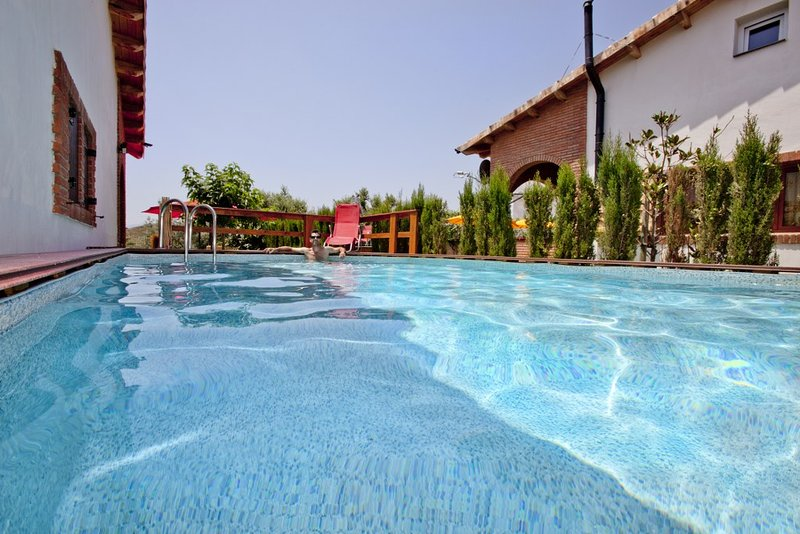 Can Prats - casa rural Romaní - 24 plazas (piscina privada y barbacoa), aluguéis de temporada em Vilaplana