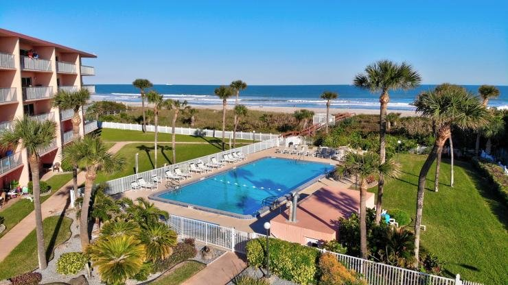 7520 Ridgewood Ave #202 :: Cape Canaveral Vacation Rental, holiday rental in Cape Canaveral