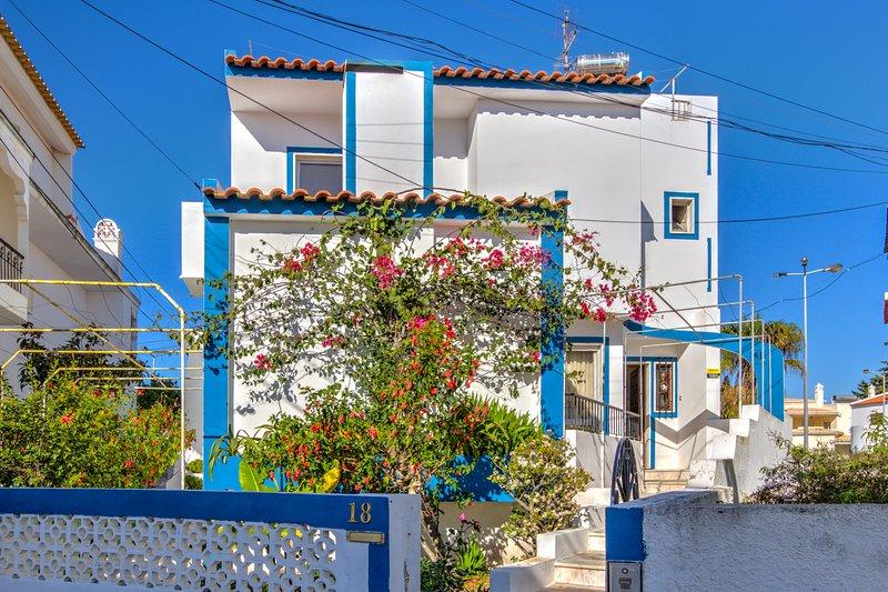 Amazing house with sea view & Wifi, alquiler de vacaciones en Praia da Rocha