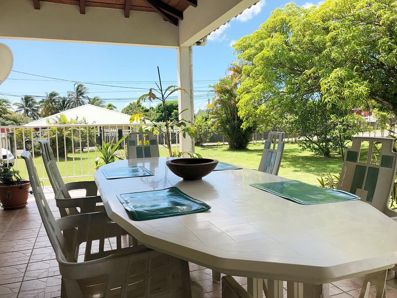 Spacious house with garden & Wifi, holiday rental in Douville
