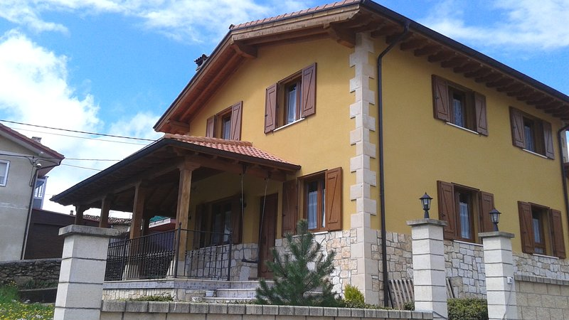 Casa Rural Izarrak, holiday rental in Puente-Arenas