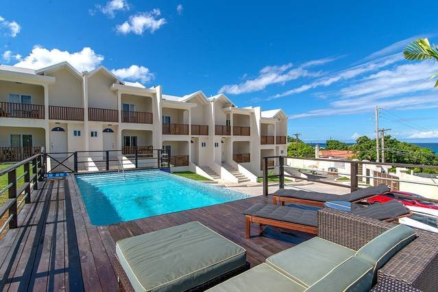 Amazing 2BR Townhouse w/Pool, FREE BEACH Shuttle, Beach Club Montego Bay #1, location de vacances à Montego Bay
