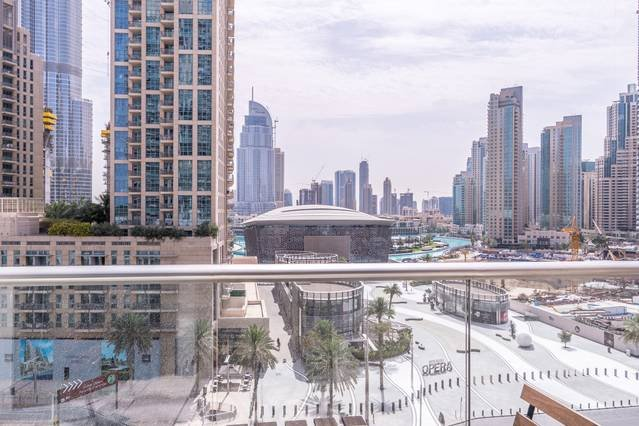 Divine Burj & Opera Views - 2BR, best place in Downtown Dubai, aluguéis de temporada em Dubai