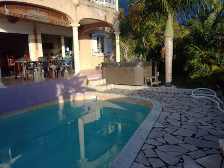 Amazing villa with swimming-pool, location de vacances à Arrondissement de Saint-Denis