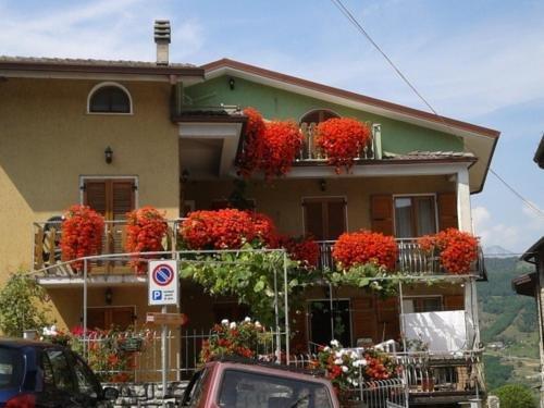Nice apartment with balcony, holiday rental in Gardola