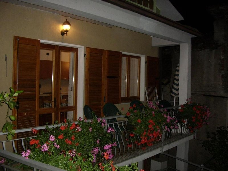 Nice apartment with balcony & Wifi, holiday rental in Gardola