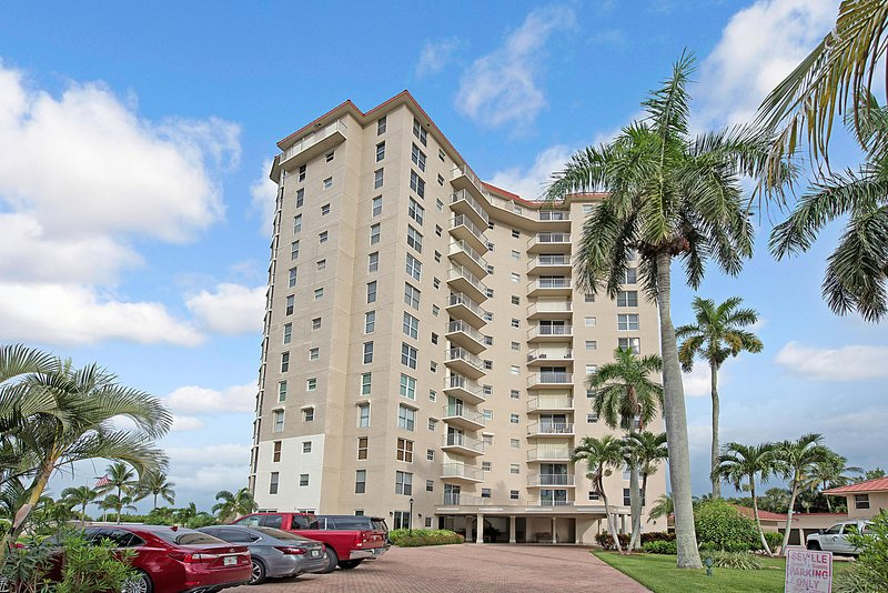 Stunning 12th floor two bed/two bath condo Available for April 2020!, holiday rental in North Naples