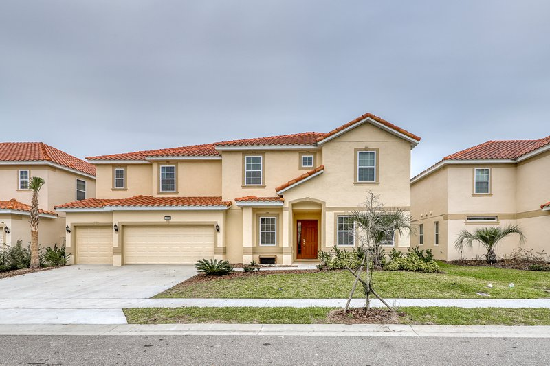 Expansive home w/ pool, spa, mini-golf, game room & resort clubhouse!, holiday rental in Loughman