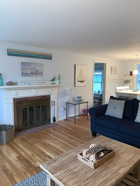 Beautifully updated beach house w/central air near Seagull Beach, holiday rental in West Yarmouth