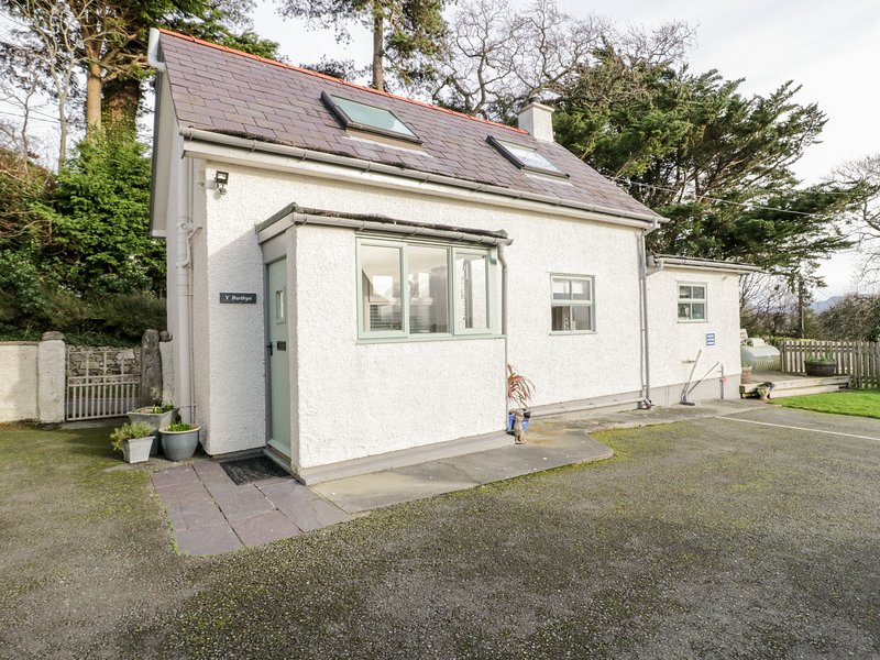 THE ANNEXE, detached, romantic, pet-friendly, WiFi, in Llangoed, Ref 937080, location de vacances à Penmon