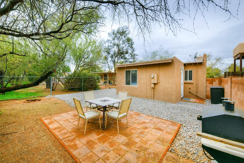 Cozy, dog friendly Tucson home with private BBQ & free wifi, holiday rental in Catalina Foothills