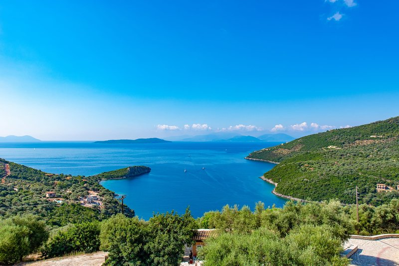 VILLAS ATTIS - Spacious Villas Overviewing Ionian Sea and Bay of Sivota, holiday rental in Poros