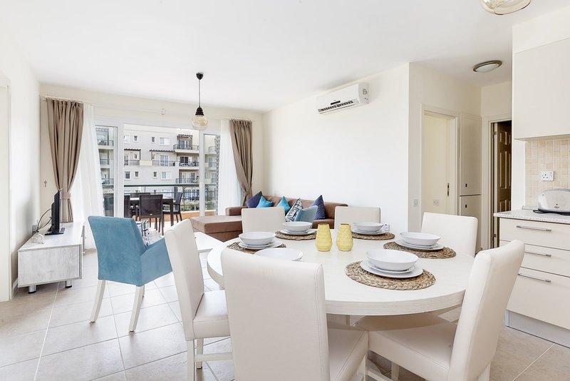 Heptocean Apartment with Sea View, alquiler vacacional en Yeni Erenkoy
