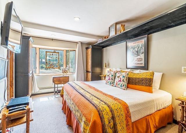 Dreamy Studio w/ Ski Storage Taos Village - Walk 500' to Lifts, alquiler de vacaciones en Taos Ski Valley