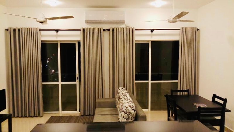 Luxury 3 BR condo-LUXE Highway Residencies Kottawa, holiday rental in Avissawella